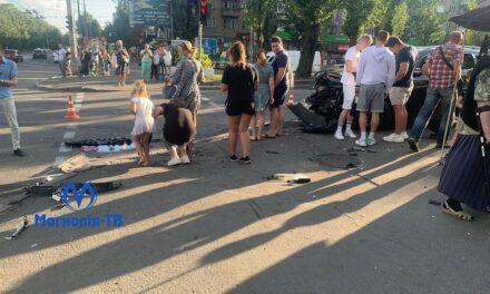 ДТП у Києві: кузов одного з авто вщент розтрощено, є постраждалі – фото