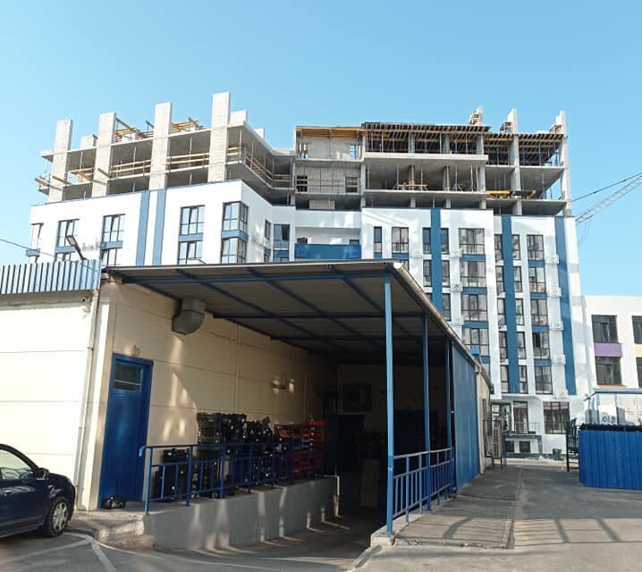 У Києві фірма нардепа будує поверхи на даху обжитої багатоповерхівки