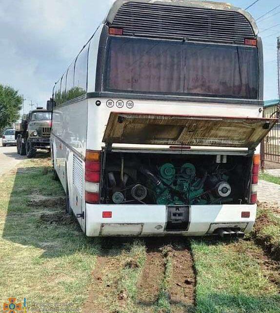У Кирилівці застряг пасажирський автобус – фото
