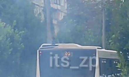 Автобус з вогником: у Запоріжжі знову проблеми з муніципальним транспортом – відео