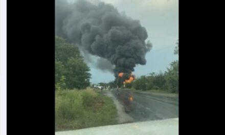 На Запоріжжі горіла автоцистерна, дим здійнявся до неба – фото, відео