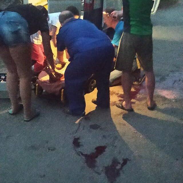 У Запоріжжі на жінку накинулися собаки, вона спливла кров'ю – фото, відео