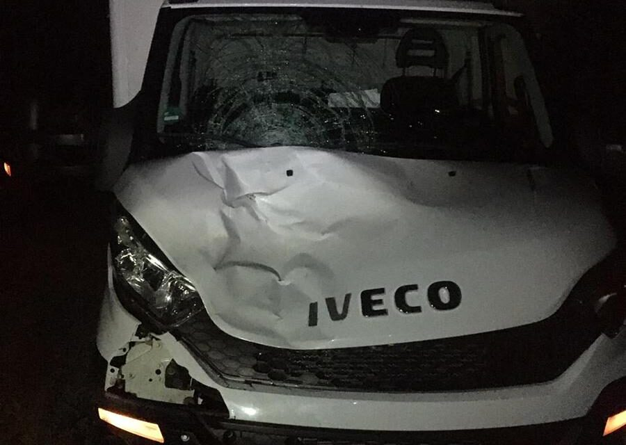 У Запоріжжі під колеса вантажівки потрапив пішохід. Особа загиблого встановлюється – фото