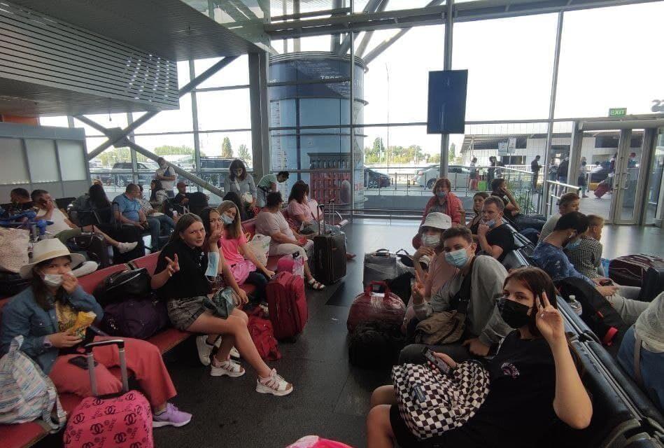 10 дітей, серед яких мешканці Мелітополя, не змогли вилетіти до Кракова