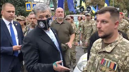 П'ятого президента у центрі Києва облив зеленкою чоловік з Чернігівської області