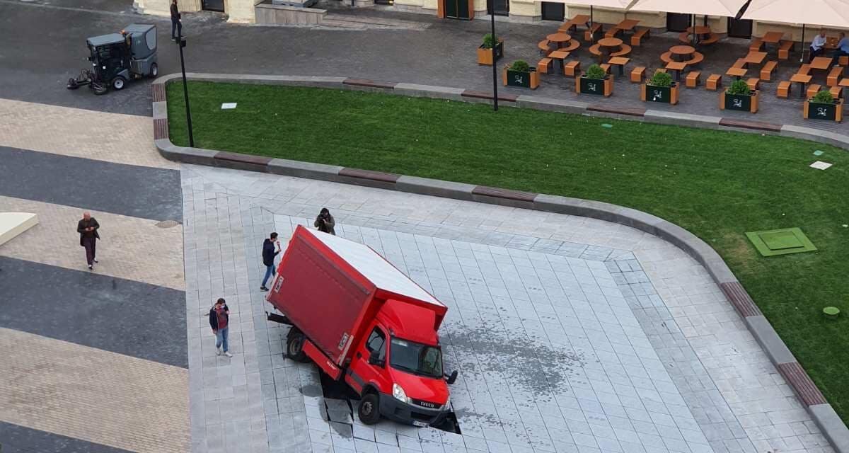 Не прожив і доби: фонтан, який вчора відкрив міський голова Києва протаранили