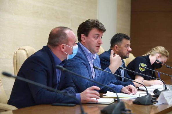Поки в ЗОДА проводили нараду з автоперевізниками, Буряк повідомив про розірвання договору – відео