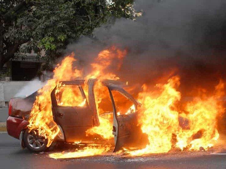 На Запоріжжі горів легковий автомобіль, для ліквідації вогню залучали 8 рятувальників