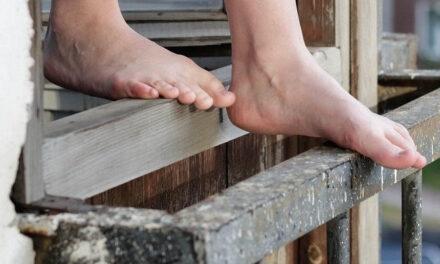 У Запоріжжі з вікна випала жінка, яка страждала на деменцію
