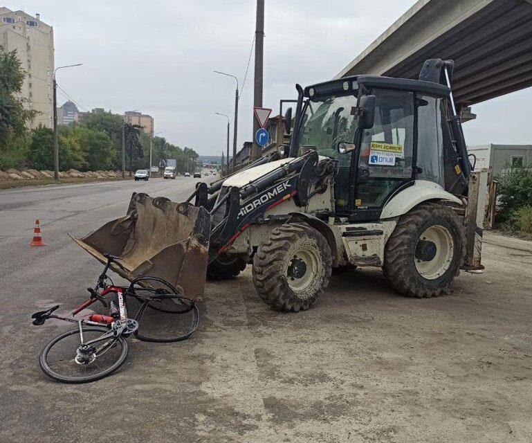 У Запоріжжі велосипедист вдарився головою об ківш трактора, постраждалий помер – фото