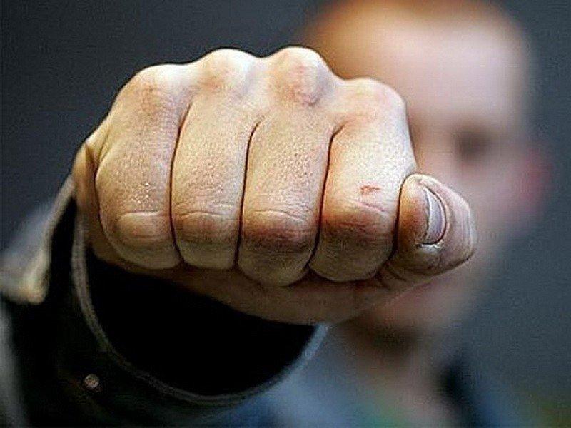 У Запоріжжі чоловік намагався втекти від копів, а коли його затримали – вдарив одного з них