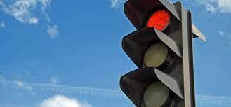 У Запоріжжі водій намагався «проскочити» на червоне світло і став причиною ДТП – відео