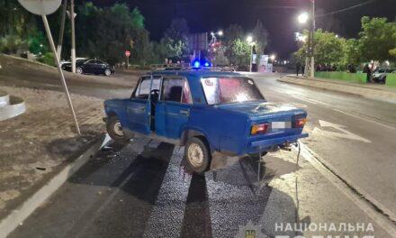 На Запоріжжі водій виїхав на тротуар, де збив трьох людей – фото