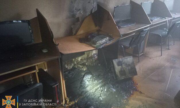 У Запоріжжі 11 спецавто прибули гасити пожежу до ЗНУ – фото