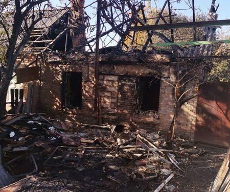 У Запоріжжі жінка внаслідок пожежі залишилась без даху над головою, постраждала потребує допомоги – фото