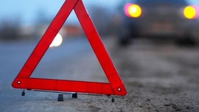 У Запоріжжі легковий автомобіль врізався у стовб, середпостраждалихнеповнолітній