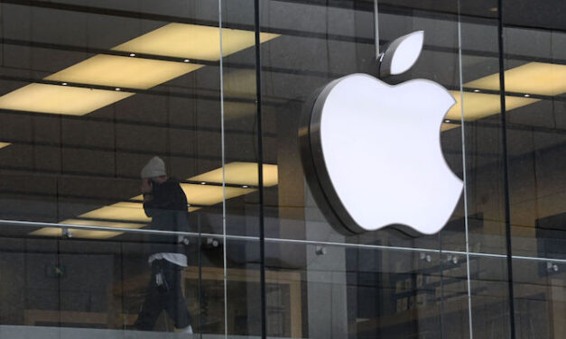 Apple знову підіграє росіянам: в одному з додатків окупований Крим позначено частиною РФ