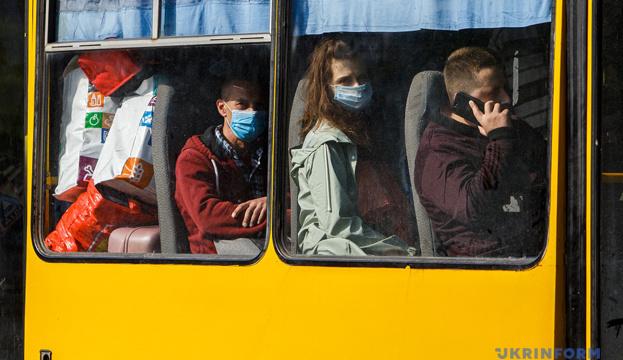 Щоб скористатись громадським транспортом під час карантину, пасажири Запорізької області мають обзавестись документами