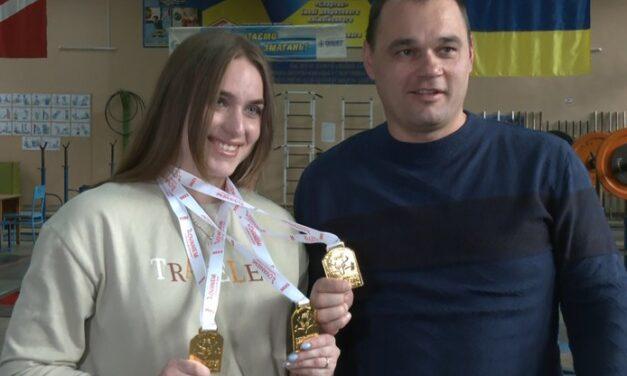 Запорізька спортсменка повернулась з головних змагань у важкій атлетиці з трьома медалями – фото