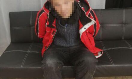 У Запоріжжі крадій намагався виламати двері зсередини, щоб вийти з магазину – фото