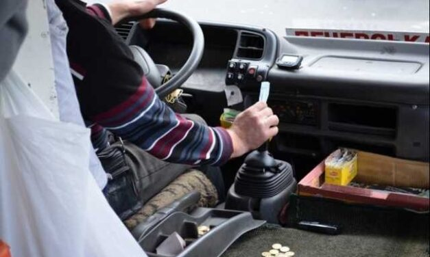 У Запоріжжі розшукують свідків події, коли водій автобусу відмовився везти пасажира безплатно